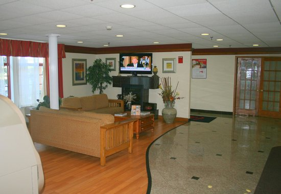 Perfect Red Roof Inn Lancaster: Lobby