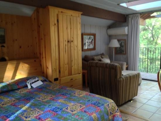 Forest Houses Resort: bed