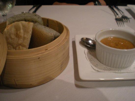 Chai's Island Bistro: 蒸したパン