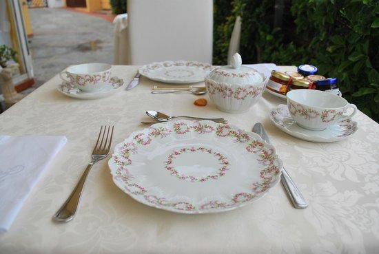 Villa Mimosa Maison Deluxe B&B: Una colazione da manuale