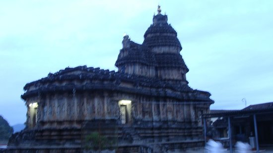 Sringeri Saradha Peetam Temple: The Lord Vidyasankar temple
