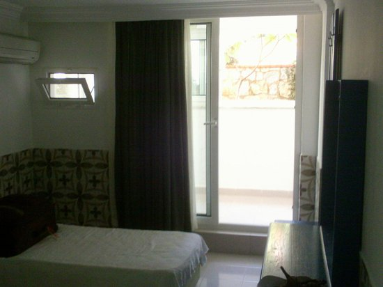 Oylum Garden Hotel: View to outside. Room 104.