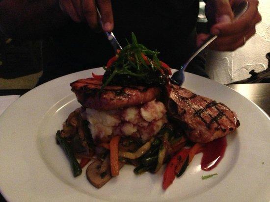 Costas Taverna Greek Restaurant and Ouzo Bar: Pork cutlets