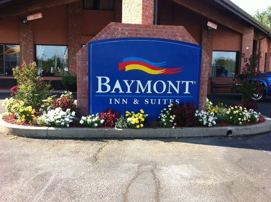 Baymont Inn & Suites Anderson: Front