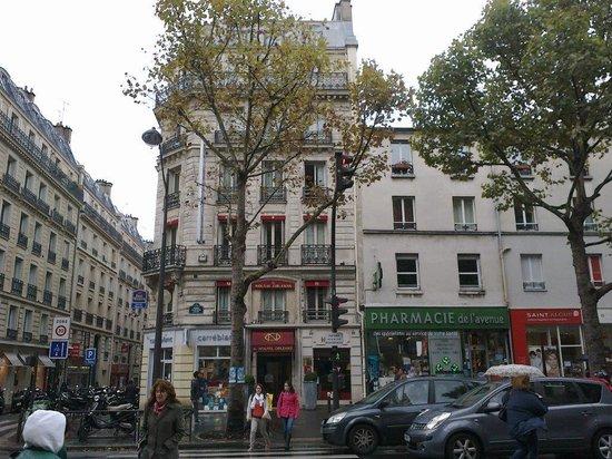 Best Western Le Nouvel Orléans : vista da ingresso metropolitana