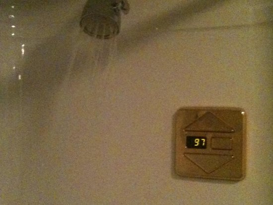 Electronic Shower Controls I 39 Ve Never Seen This Before Nice Hot Shower With Great Water Pressu