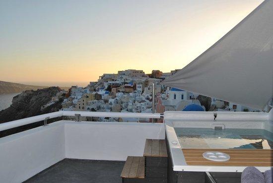 Art Maisons Luxury Santorini Hotels Aspaki & Oia Castle: Spectacular Spa and views