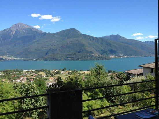 Alto Lago di Como: Balcony view