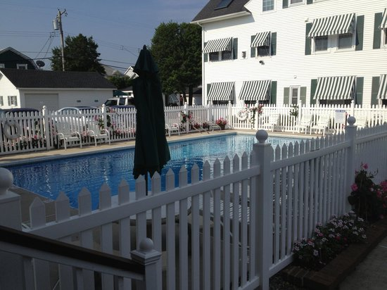 Beacon House Bed and Breakfast: Private Pool