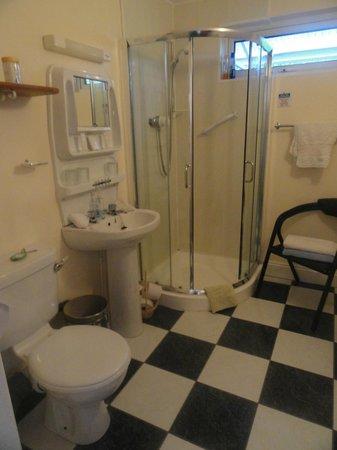 Flushing Meadow Bed & Breakfast: Amplio baño