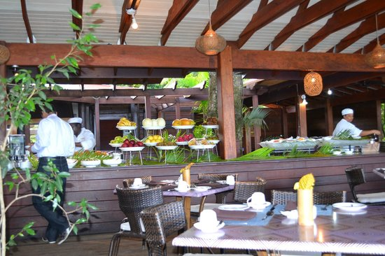 Buccament Bay Resort: breakfast at the bamboo restaurant
