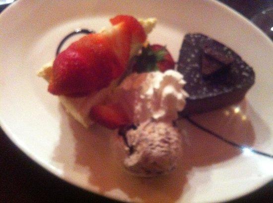 Terrazza Ristorante Italiano: Toblerone torte and strawberry topped cheese cake