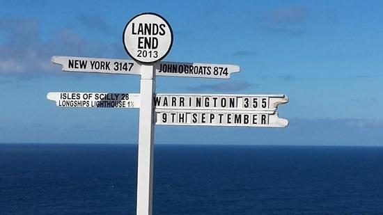 lands end sign post picture of land s end landmark sennen