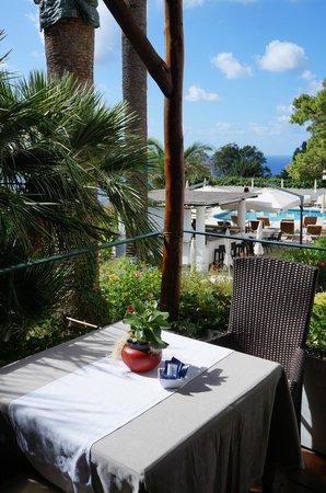 Hotel della Piccola Marina: Breakfast outside