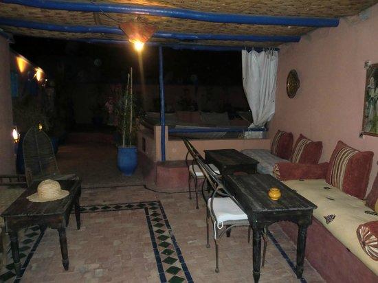 Riad Basma: Dachterasse abends