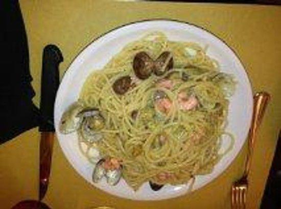 A Casa di Alice Spaghetteria: clams, zucchini and cream