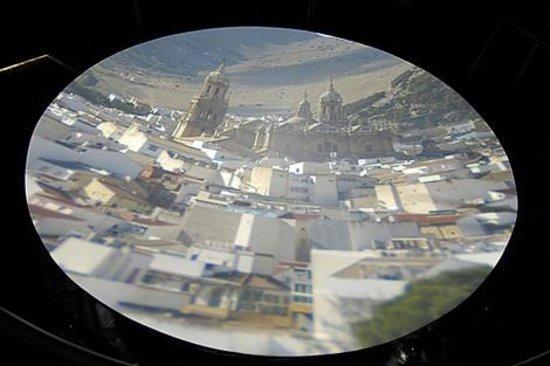 Panorámica de Jaén, vista a través de la Cámara Oscura de Capuchinos.¡ IMPRESIONANTE !