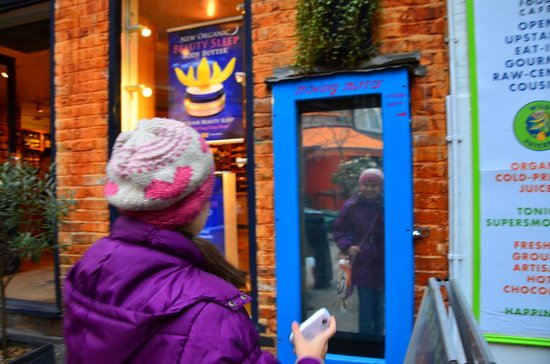 Neal's Yard: moving mirror