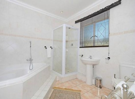 Oaklands Inn & Conference Centre: Luxury & Executive En-suite Bathroom