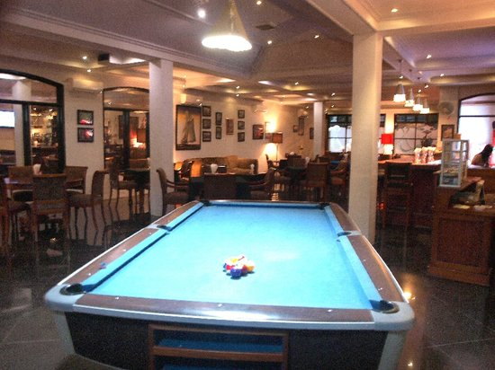 The Gecho Cafe: Come enjoy a game of pool