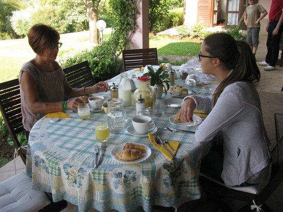 B&B Villa Beatrice: Colazione in veranda