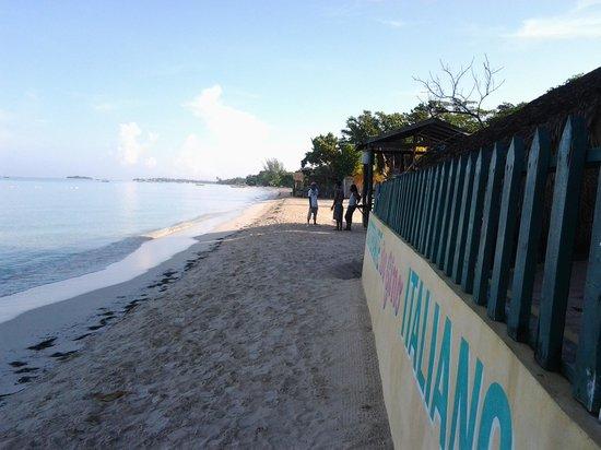 Mariposa Hideaway: beachfront
