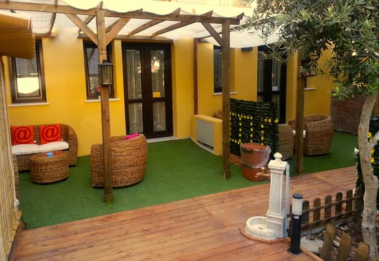 Apple Guest House: Private garden of Junior suite