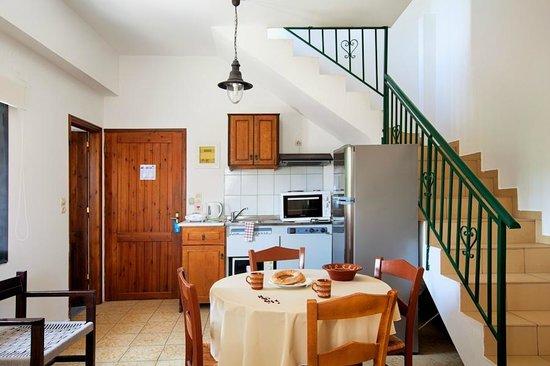 Olive Tree Apartments: Kitchen area - Maisonette #4