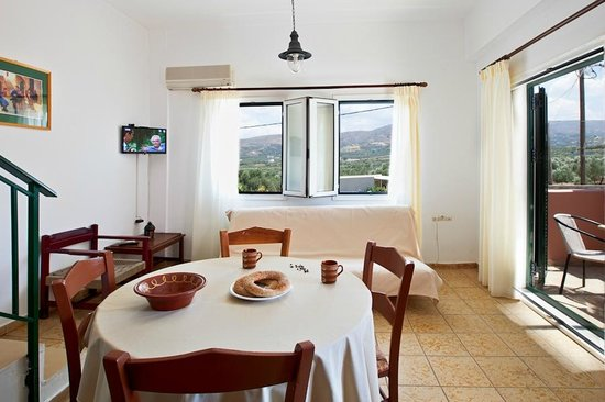 Olive Tree Apartments: Dining/Living room area Maisonette #4