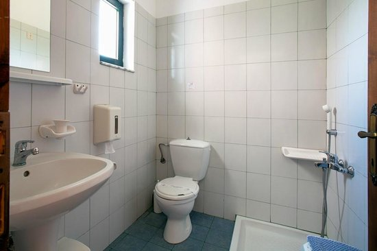 Olive Tree Apartments: 1st bathroom Maisonette #4