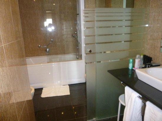 Melia Alicante: Level Bathroom