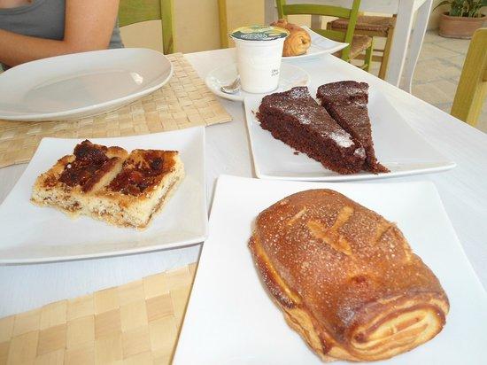 B&B Notos: Crostata di fichei e miele, saccottino alla marmellata, torta sacher