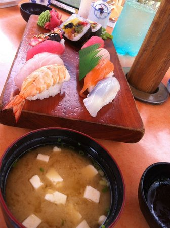 Furusato Japanese Restaurant: Miso/Seaweed soup and Furusato Sushi set