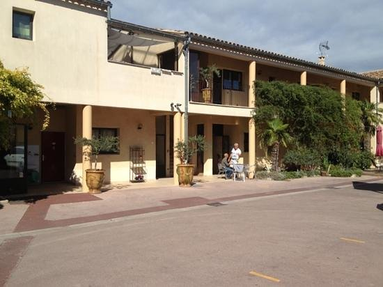 Hotel le relais du Luberon : owner this hotel with his guest!