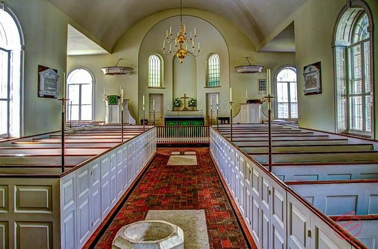 Immanuel Episcopal Church: Inside on a quiet afternoon