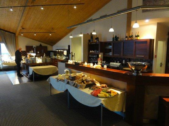 Radisson Blu Polar Hotel, Spitsbergen, Longyearbyen : Dining room at breakfast