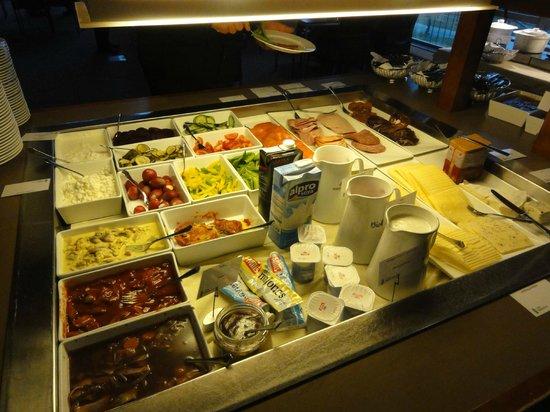 Radisson Blu Polar Hotel, Spitsbergen, Longyearbyen : Cold dishes for breakfast