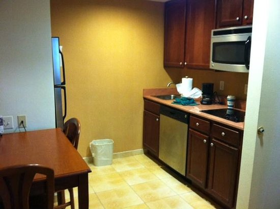 Homewood Suites by Hilton East Rutherford-Meadowlands: Kitchen