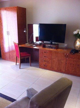 Adam Park Marrakech Hotel  & Spa: TV + meubles
