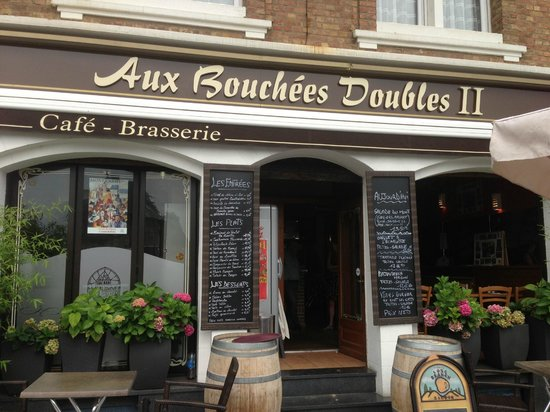 Aux Bouchees Doubles II : Outside
