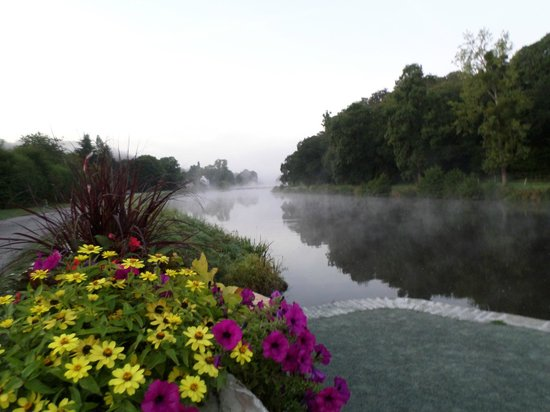 Tranquil Waters: Au petit matin au bord de l'Aulne