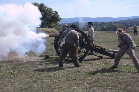 Antietam National Battlefield: cannon fire