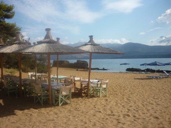 Lepeda Beach: What a wonderful place to eat lunch!