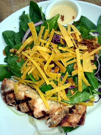 Paladar Latin Bar and Restaurant: Grilled Salmon w/Spinach Salad