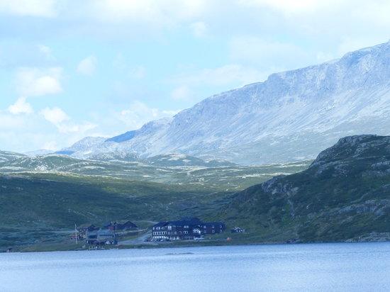 Bergsjostolen fjellstue: Bergsjøstølen 1100 moh ved foten av Reineskarvet