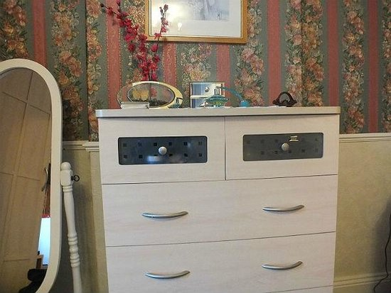 Rosewood Bed and Breakfast: Dressing Table
