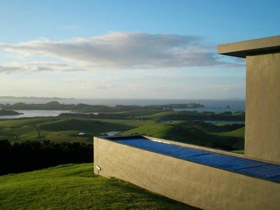 Ara Roa Accommodation - Whangarei Heads: The pool and view outside the Aria