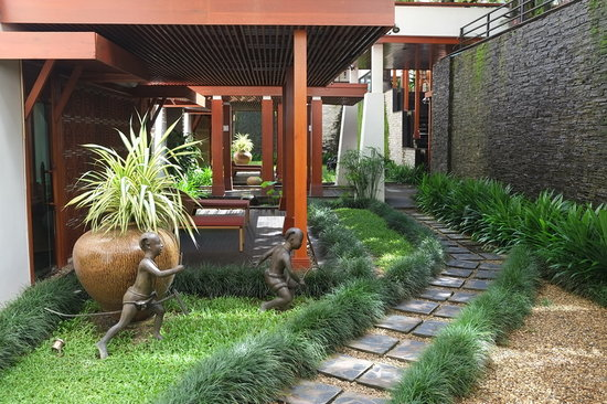 Ratilanna Riverside Spa Resort Chiang Mai: Path to relaxing spa