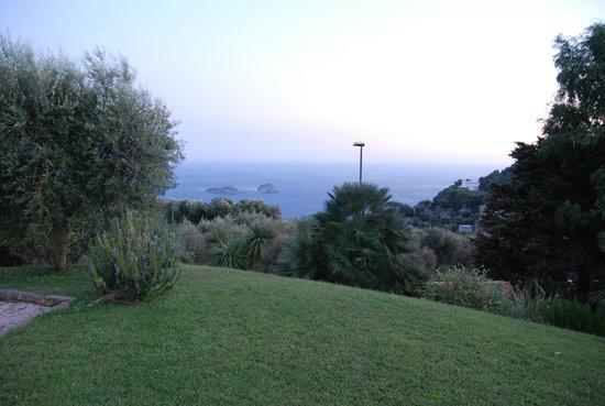 Hotel Antico Parco del Principe : Il panorama dal giardino
