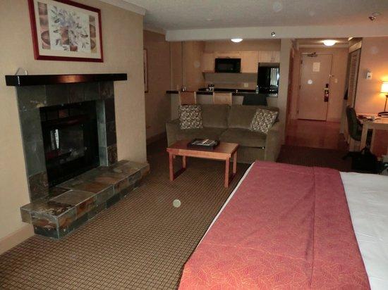 Hilton Whistler Resort & Spa : キッチン付ジュニア・スイートです